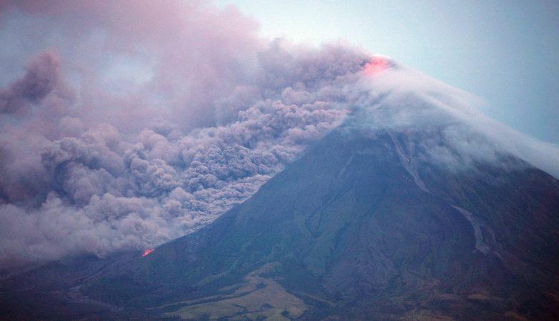 Vulcão Mayon. Mais de 26 mil pessoas retiradas de casa
