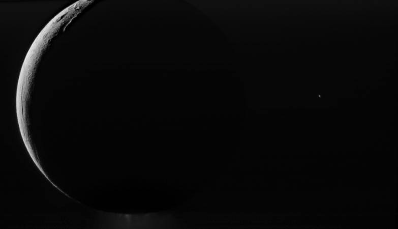 Nasa revela fotografia que mostra lua de saturno a for Mostra nasa