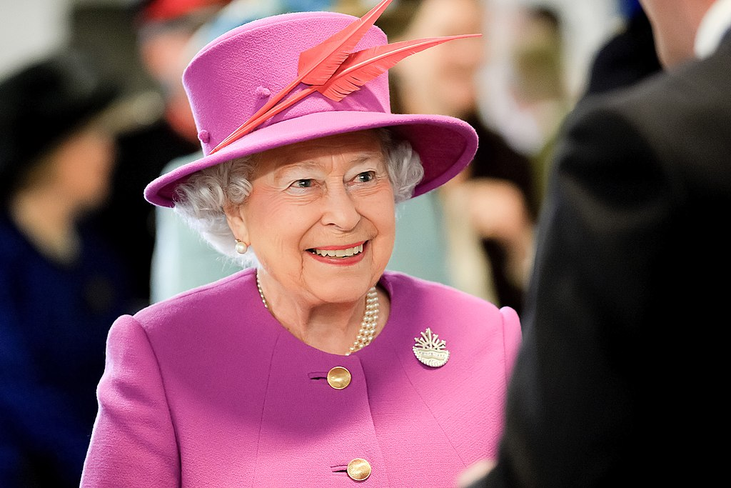 Queen Isabel II should remain isolated indefinitely