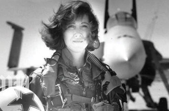 Piloto de voo da Southwest é considerada heroína por pouso de emergência