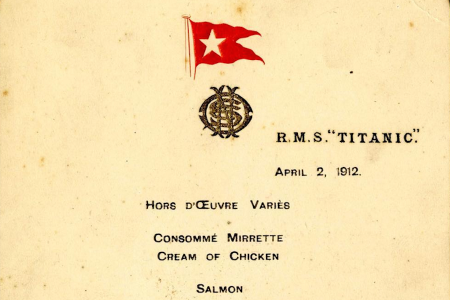 Menu da primeira refeição no Titanic leiloado por 114 mil euros
