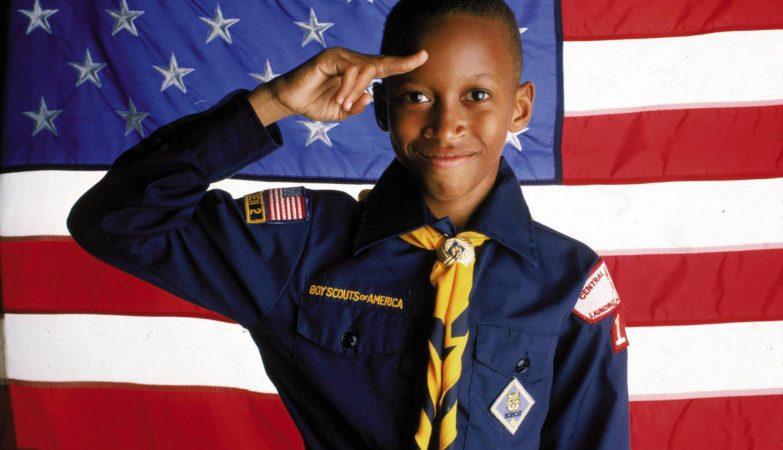"""Escoteiros """"Boy Scouts of America"""" enfrentam 10.000 queixas por abuso sexual de crianças"""