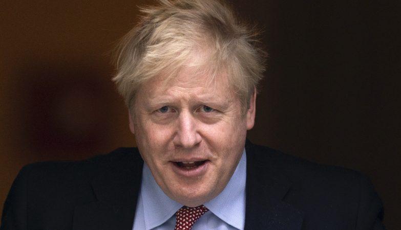 Governo britânico reduz apoio a cidadãos europeus para combater pandemia