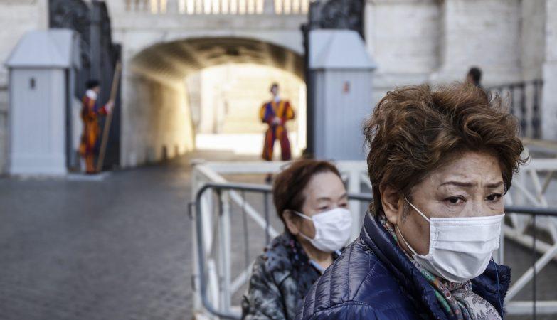 Uso de máscara passa a ser obrigatório na Catalunha. Até na rua e independentemente da distância social
