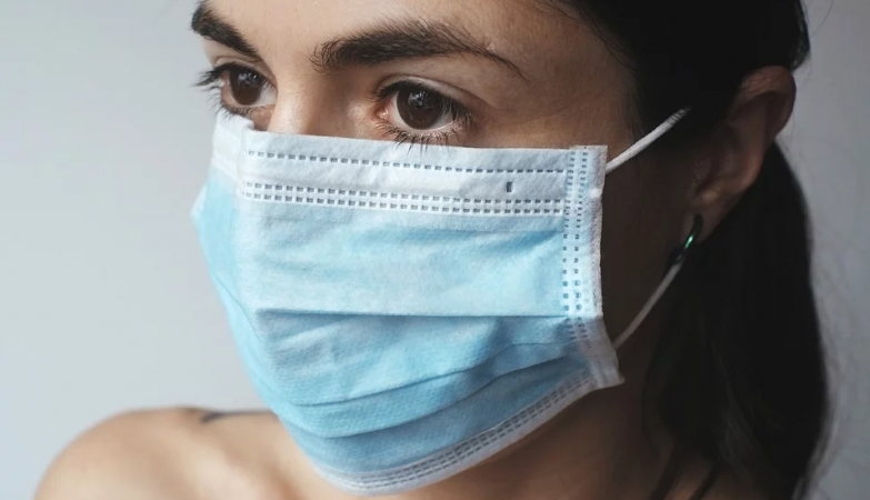 Empresas estão a cobrar às farmácias 150 euros por caixa de máscaras