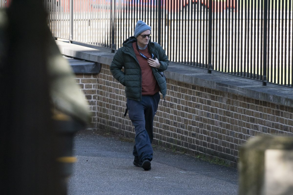 Boris Johnson's aide violated confinement (and is being pressured to ...