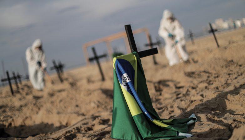 Estudo concluiu que o Brasil terá 8 milhões de infetados, seis vezes mais do que o número oficial