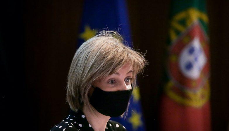 """PSD defende saída da ministra da Saúde, PS elogia ação """"positiva e atenta"""""""