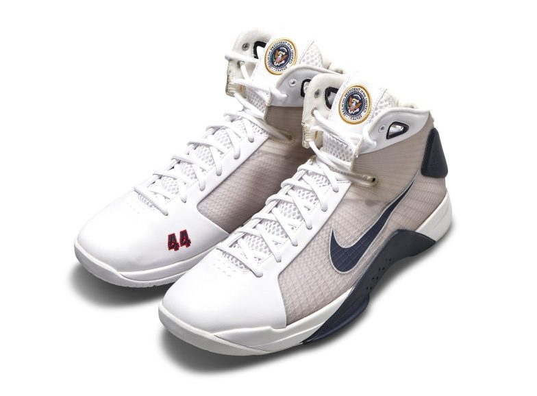 56dfa55ebe0a59473376a615deaab03c e1612860539405 Sneakers made for Obama to be auctioned for $ 25,000 - ZAP