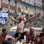 Adeptos ingleses na Ribeira do Porto.