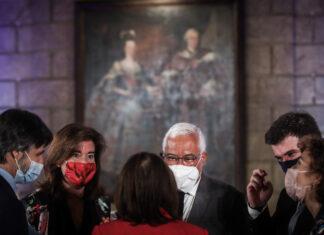 O primeiro-ministro, António Costa, acompanhado pela ministra do Trabalho, Solidariedade e Segurança Social, Ana Mendes Godinho e o ministro da Educação, Tiago Brandão Rodrigues