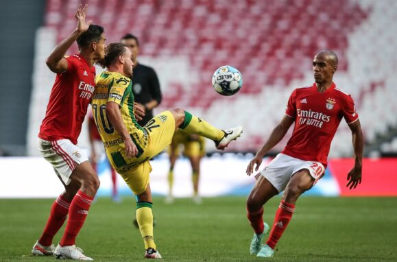 911af7aa209e00b49f3d6fd2afa92564 2 Benfica 2-1 Tondela | Eagle uncovers blanket and flies in the Light - ZAP