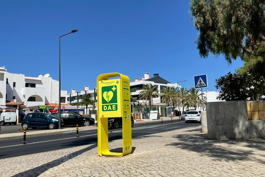 Desfibrilhador na rua em Albufeira, no Algarve.