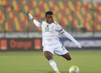 Abdul Fatawu Issahaku, futebolista ganês de 17 anos.