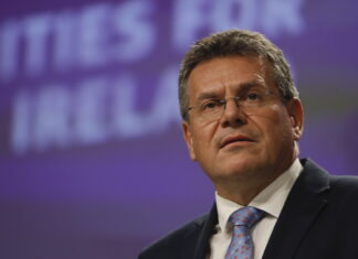 O vice-presidente da Comissão Europeia, Maros Sefcovic, na apresentação das propostas da UE para a Irlanda do Norte