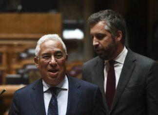 O primeiro-ministro António Costa com o ministro Pedro Nuno Santos