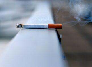 Um cigarro aceso