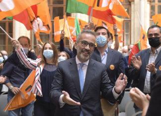 O candidato à liderança do Partido Social Democrata (PSD), Paulo Rangel, durante um encontro com militantes